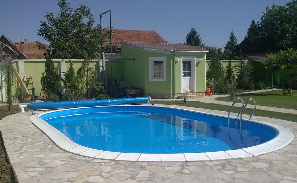 Lajnerski bazeni (1)